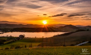 Sončni zahod nad Perniškim jezerom