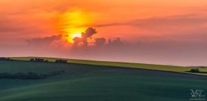 Sončni vzhod za oblaki